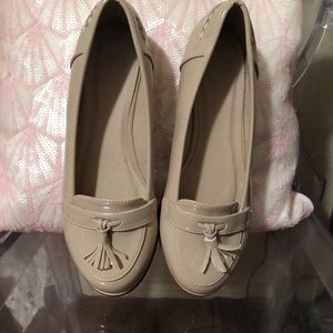 Never worn Ladies size 37 flats